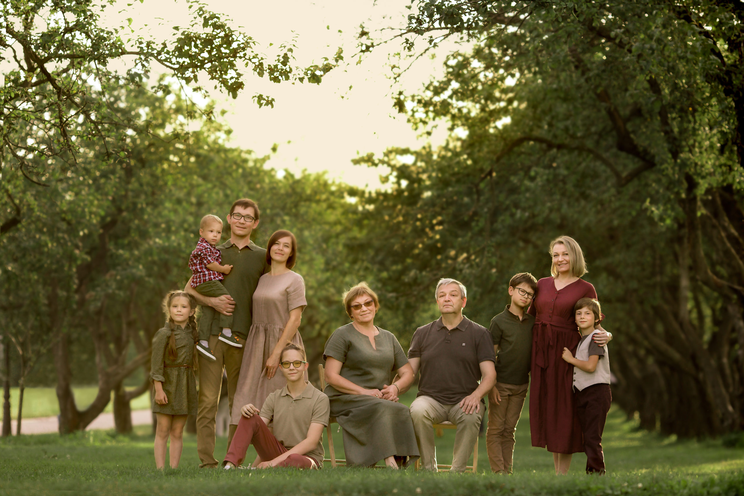 Outdoor family photography family photo session in a park matching family look green wine red and beige colours Wimbledon family photographer