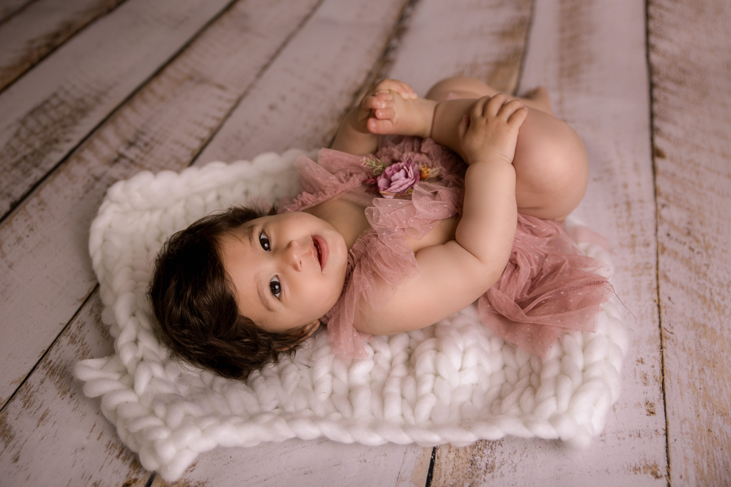 sitter baby photo session 6 months old girl in Wimbledon putney richmond SW19